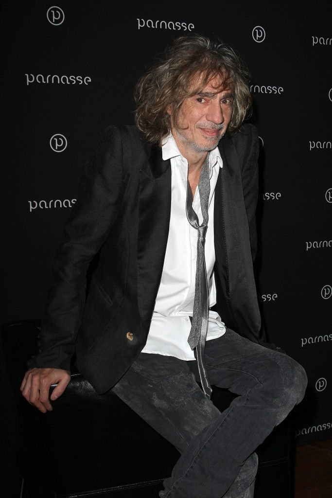 Louis Bertignac attends the 'Louis Bertignac Private Concert Party Hosted by 'Parnasse' Orange VIP Club' photocall at 1515 Club on December 5, 2011 in Paris, France. | Photo : Getty Images