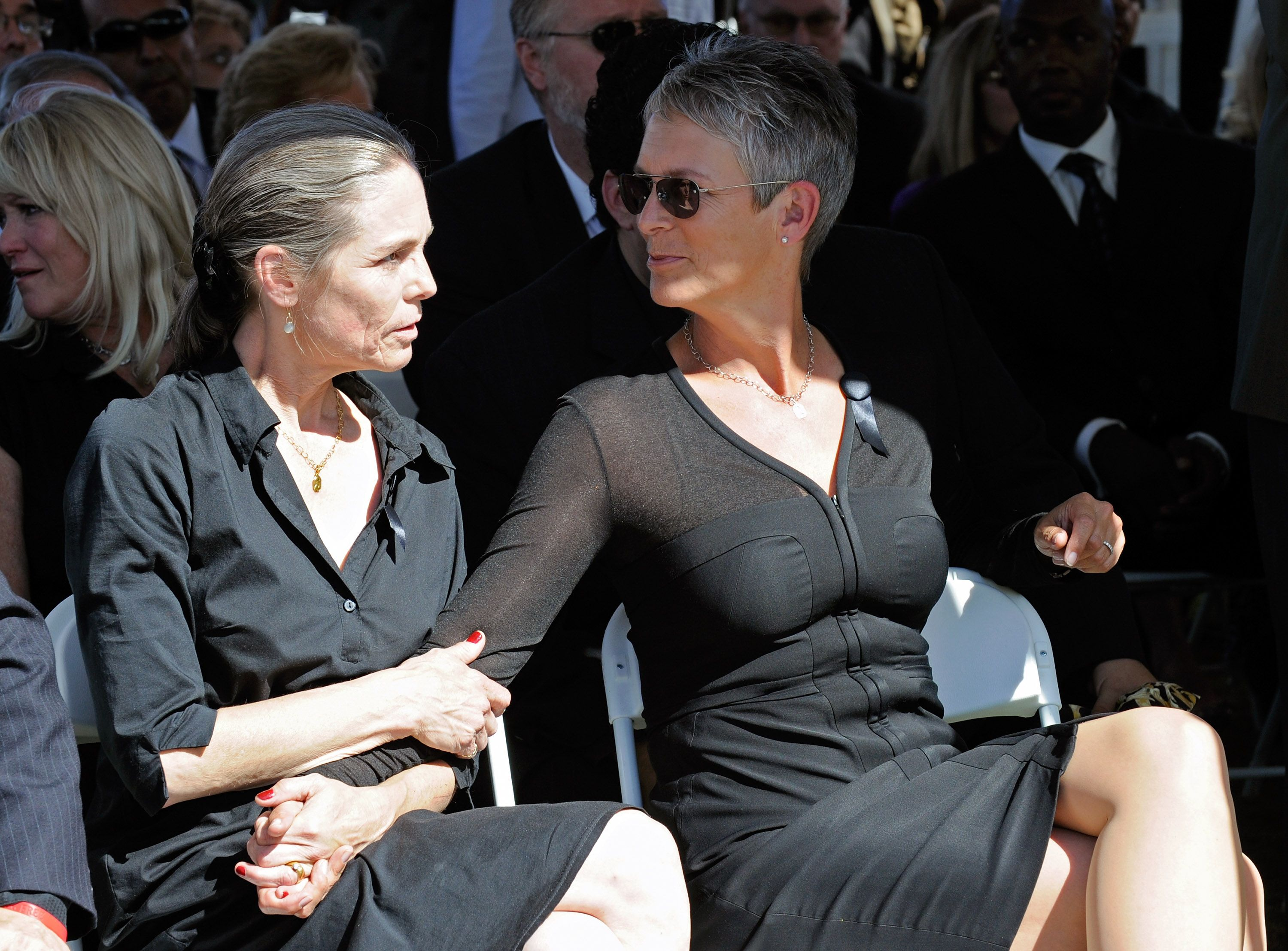 Kelly Curtis and Jamie Lee Curtis, at the funeral for their father Tony Curtis at Palm Mortuary & Cemetary October 4, 2010   Photo: Getty Images