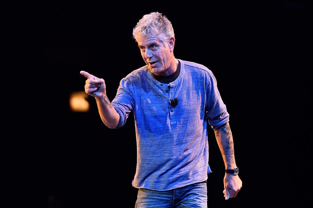 Late Anthony Bourdain speaks on stage during the Close to the Bone Tour at Auditorium Theatre on July 30, 2015 in Chicago, Illinois. | Photo: Getty Images