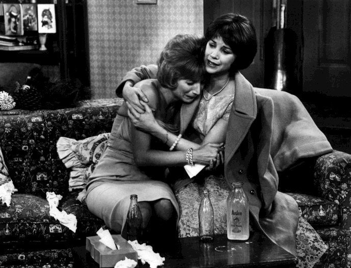 Publicity photo of Cindy Williams and Penny Marshall from the television show Laverne and Shirley. | Source: Wikimedia Commons