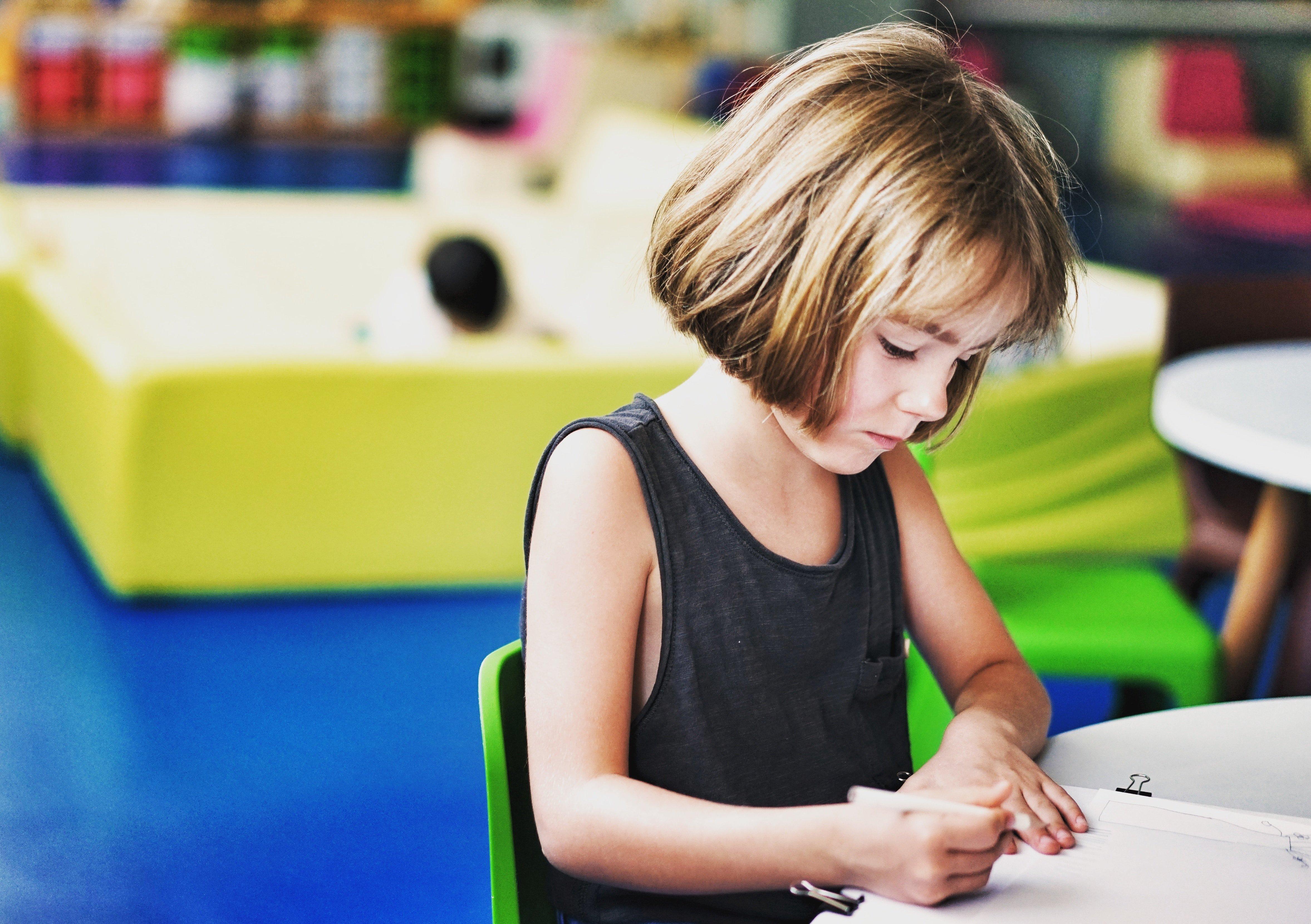 A little girl writing | Source: Unsplash.com