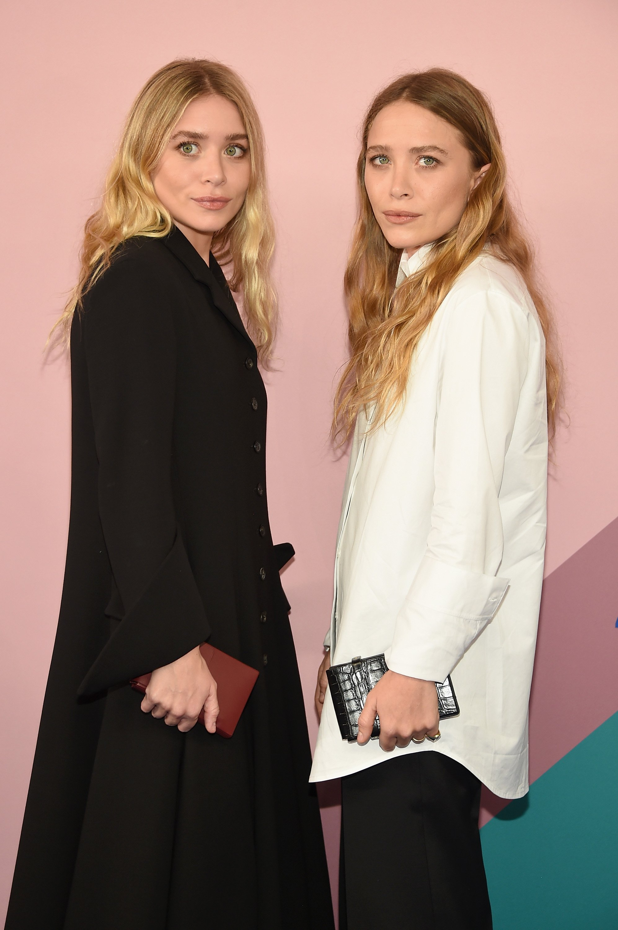 Ashley and Mary-Kate Olsen on June 5, 2017 in New York City | Photo: Getty Images