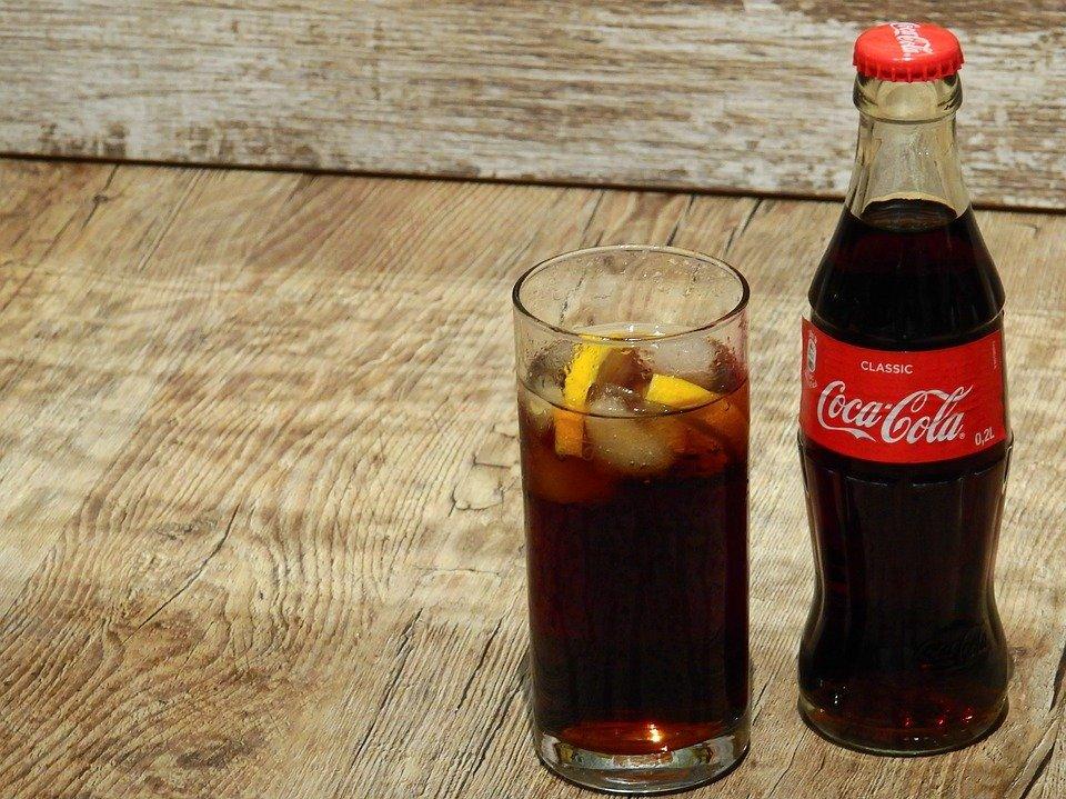 Coca Cola Flasche und Glas | Quelle: Pixabay