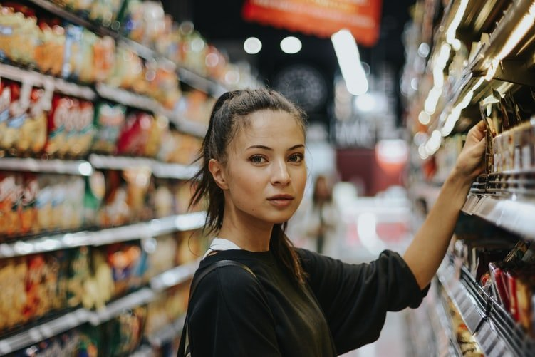 Woman shopping in the supermarket. | Source: Unsplash,com