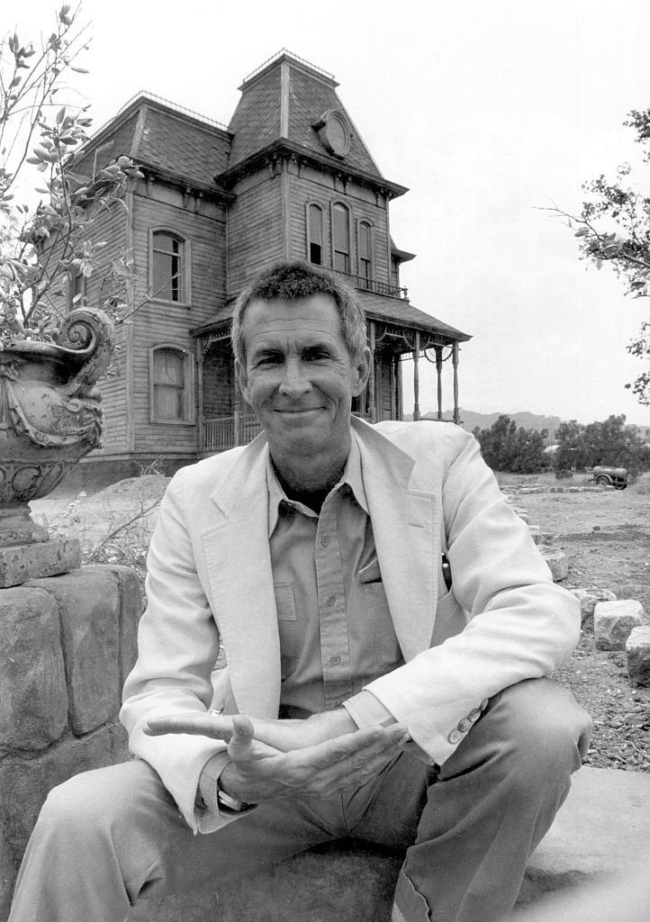 Anthony Perkins on the PSYCHO movie set at Universal Studios on June 24, 1985 in Los Angeles, California.   Photo: Getty Images