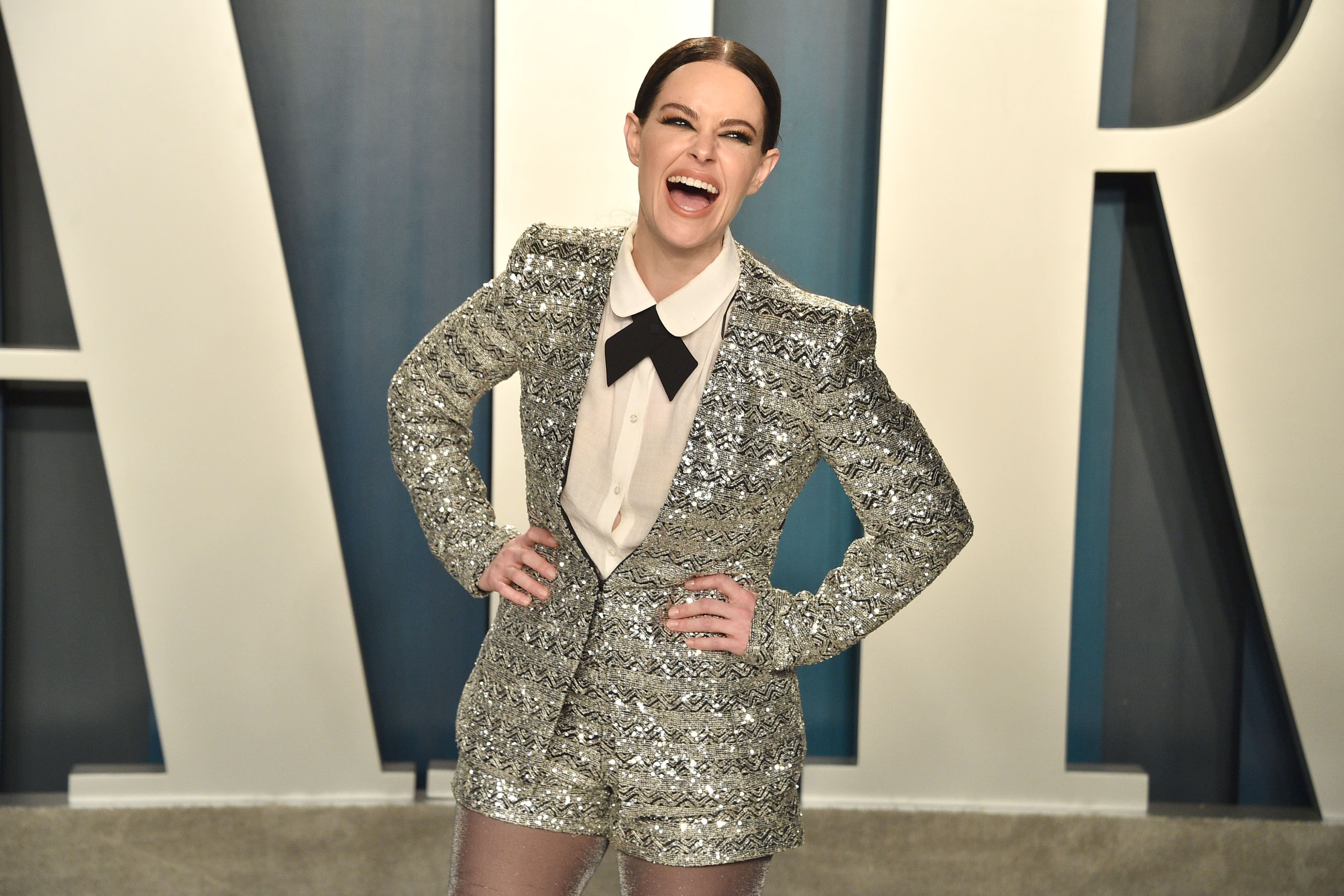 Emily Hampshire at the 2020 Vanity Fair Oscar Party on February 09, 2020   Photo: Getty Images