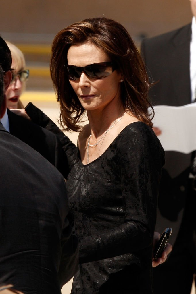 Kate Jackson attends Farrah Fawcett's funeral service held at the Cathedral of Our Lady of the Angels on June 30, 2009 | Photo: GettyImages
