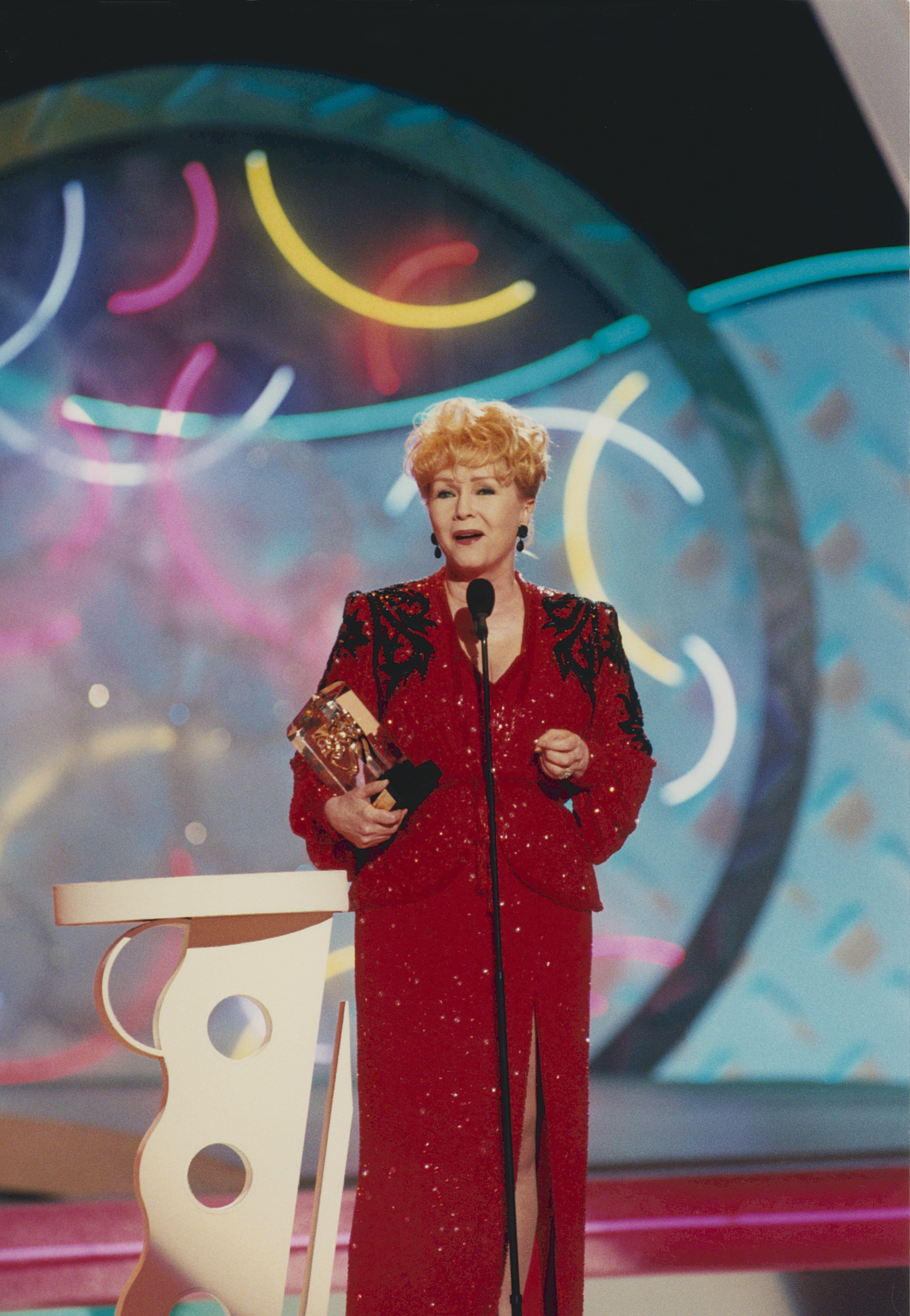 Debbie Reynolds at the American Comedy Awards on February 9, 1997, at the Shrine Auditorium in Los Angeles, California. | Source: Getty Images.