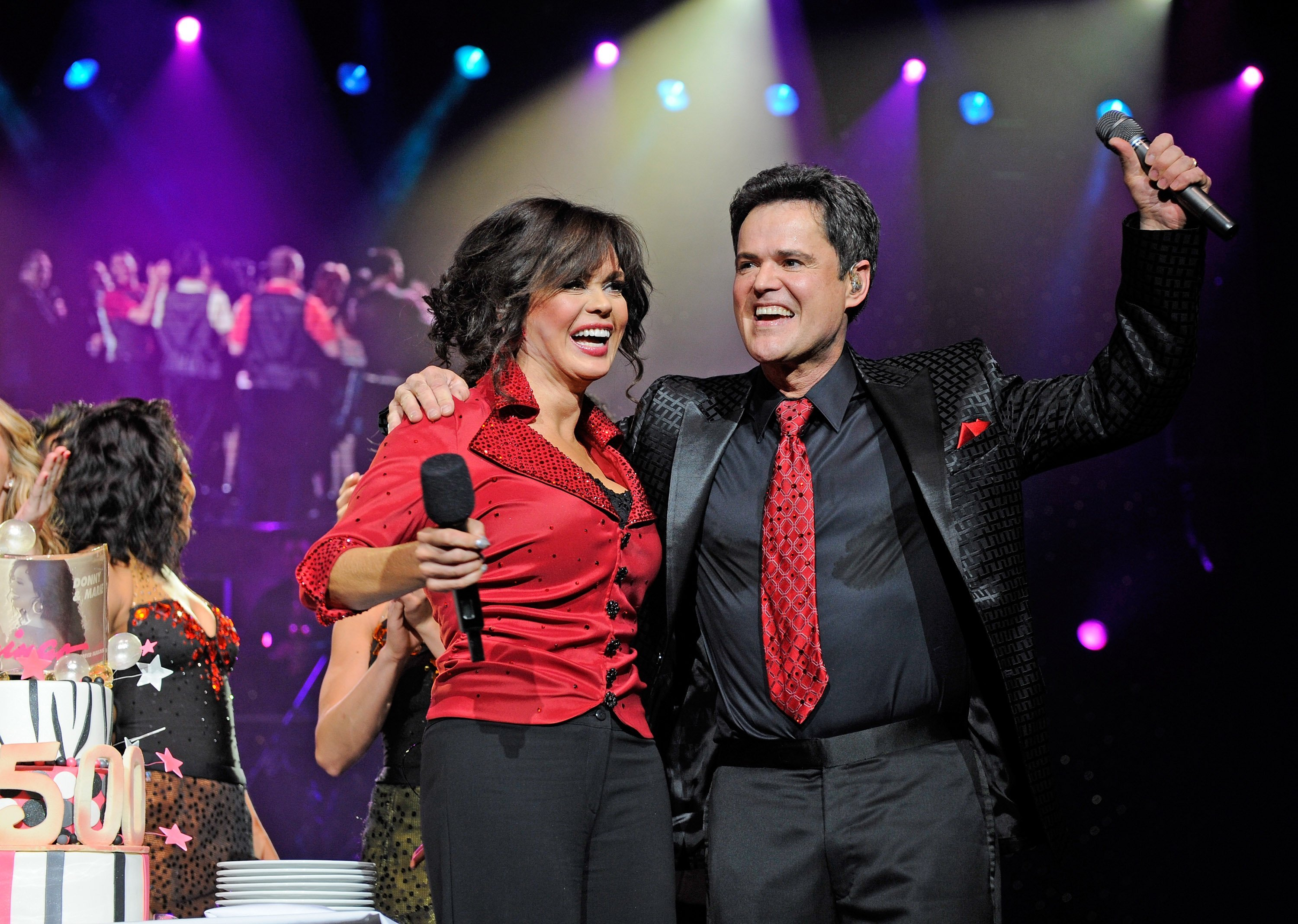Marie Osmond and Donny Osmond celebrate their 500th show at the Flaming Hotel in Las Vegas, Nevada on March 23, 2011 | Photo: Getty Images