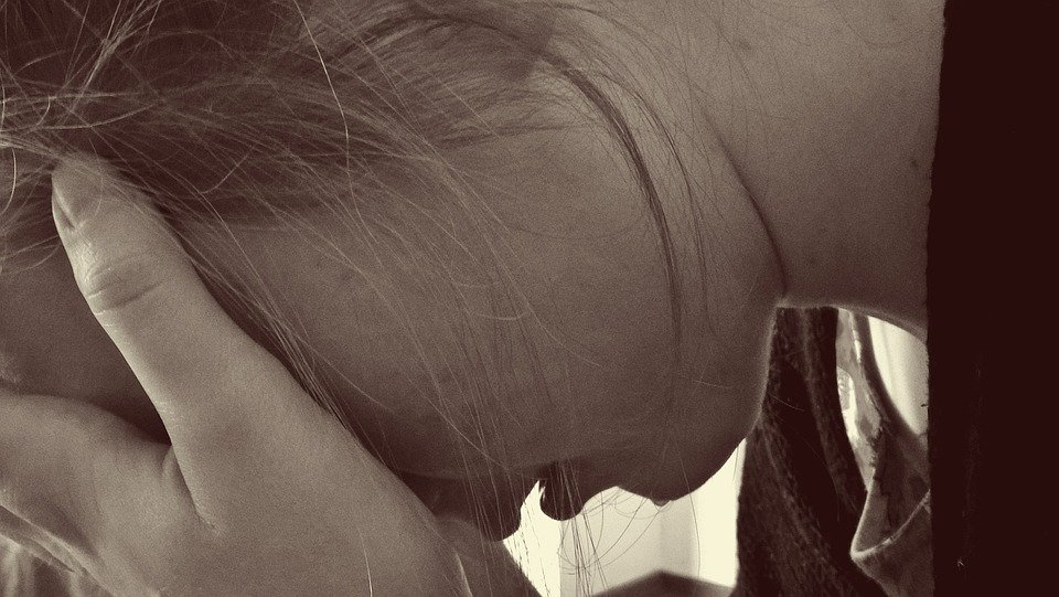 Mujer desconsolada.| Imagen tomada de: Pixabay