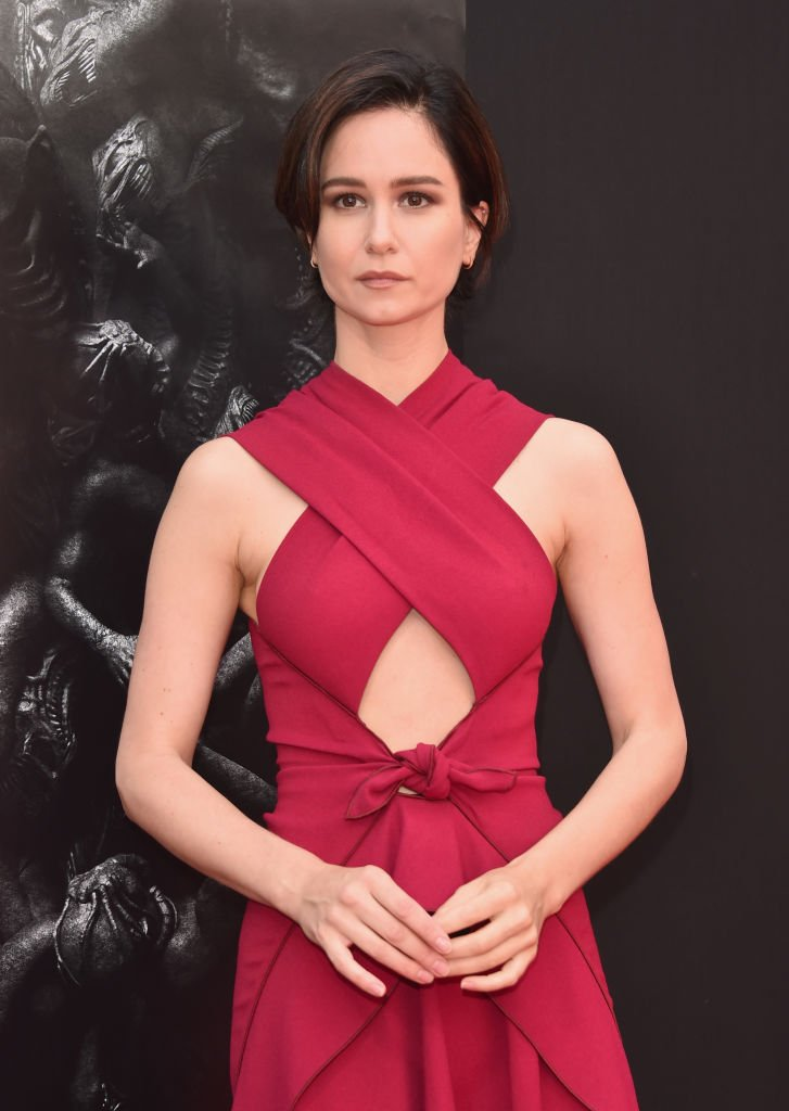 Katherine Waterston attends Sir Ridley Scott's hand and footprint ceremony at TCL Chinese Theatre IMAX. | Source: Getty Images