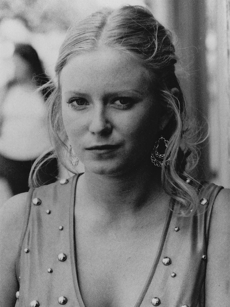 "18-year-old Eve Plumb Plumb starring in the 1076 movie ""Dawn: Portrait of a Teenage Runaway"" 