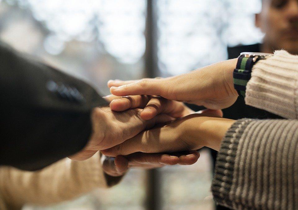 Manos unidas / Imagen tomada de: Pixabay