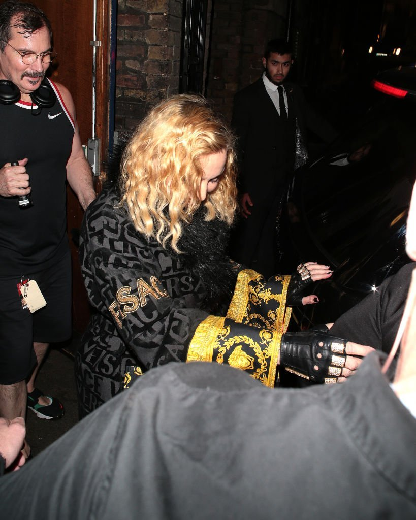 Madonna en quittant le London Palladium après son concert le 30 janvier 2020 à Londres, en Angleterre. | Photo : Getty Images