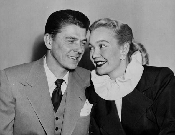 Ronald Reagan and Jane Wyman in the Daily News studio, circa 1940s. | Photo: Getty Images