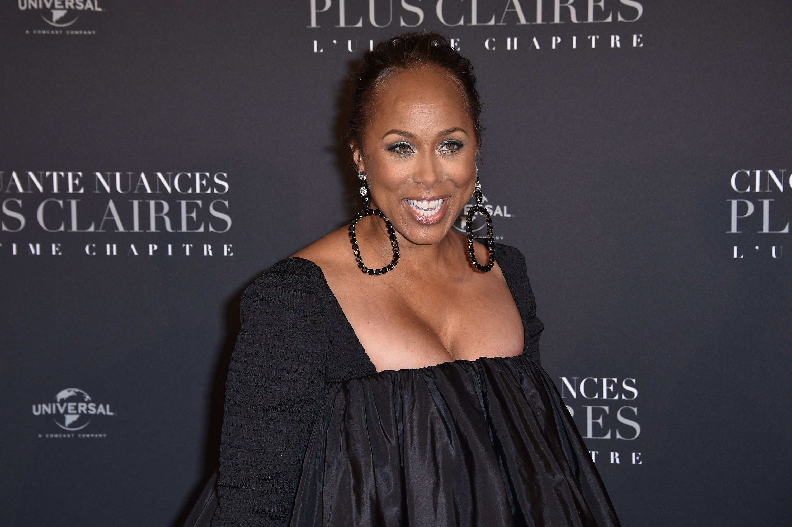 """Marjorie Harvey poses at the Paris premiere of """"Fifty Shades Freed - 50 Nuances Plus Clair"""" on February 6, 2018 in Paris, France. 