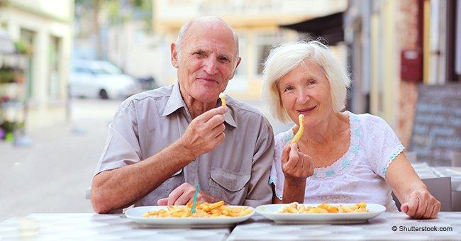 Tout le monde pensait que la femme âgée de l'homme ne mangeait pas