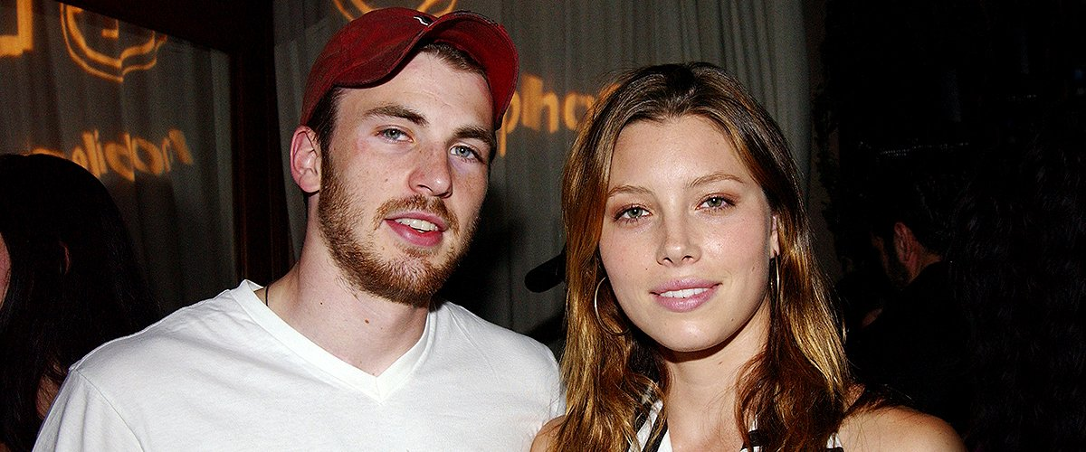 Chris Evans & Jessica Biel helped LG Mobile Phones celebrate Sirens & Sailors fashion show and cocktail reception on August 07, 2003 | Photo: Getty Images