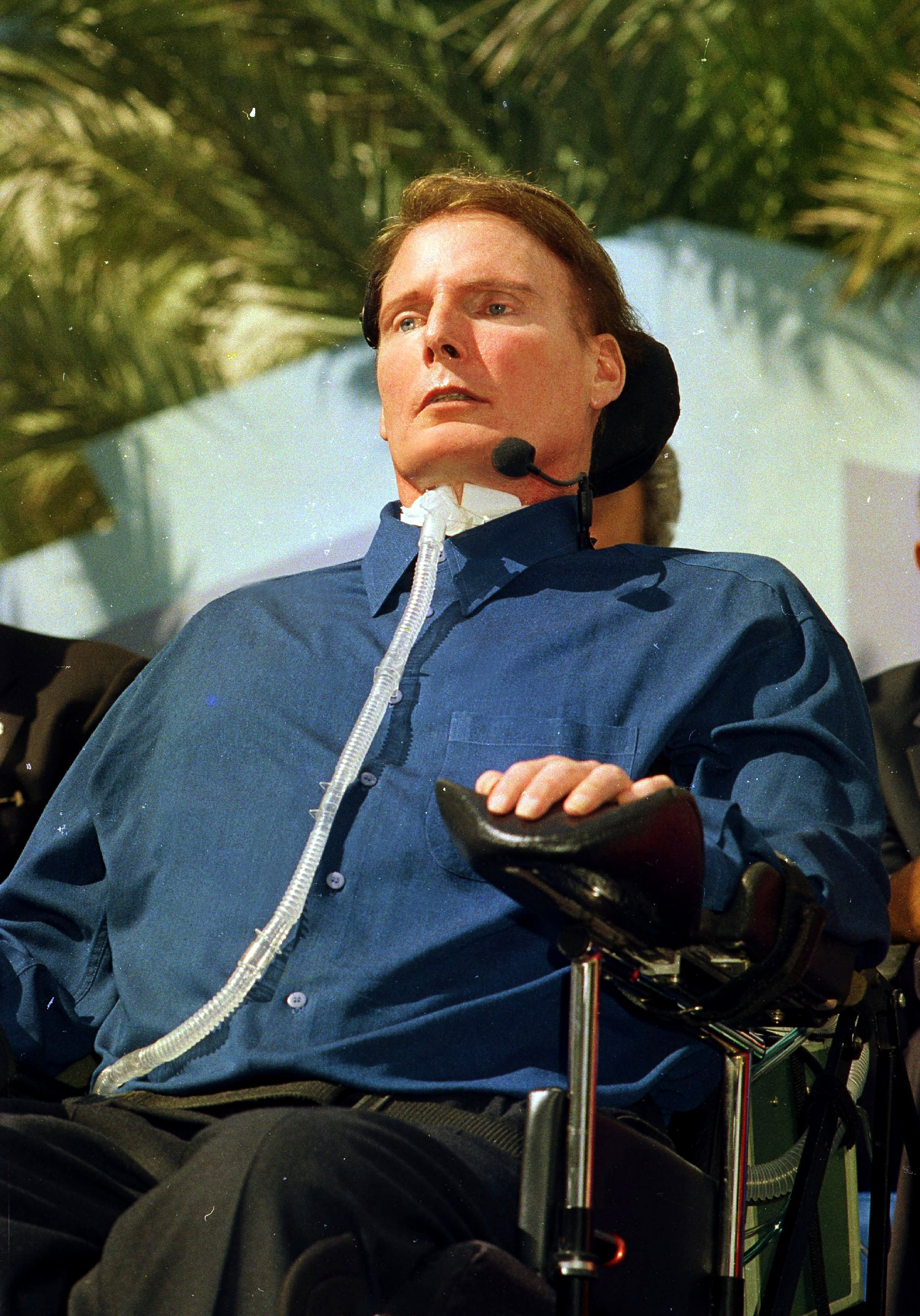 Chris Reeve in wheelchair in Miami, 2000 | Photo: Getty Images