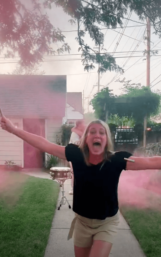 A grandma is overjoyed when she finds out the gender of her daughter's child   Photo: TikTok/breckenboeve