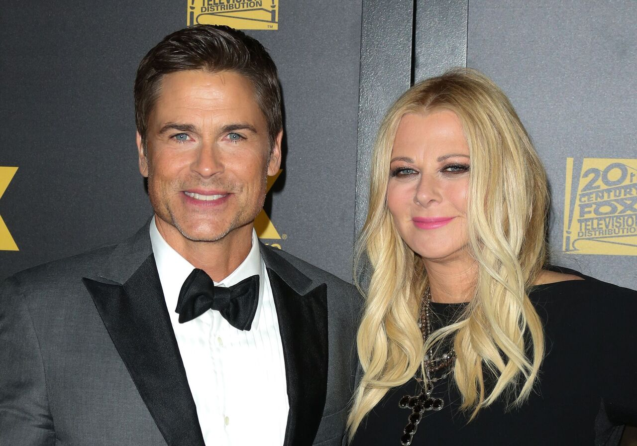 Actor Rob Lowe and his Wife Sheryl Berkoff attend the Fox and FX's 2016 Golden Globe Awards. | Source: Getty Images