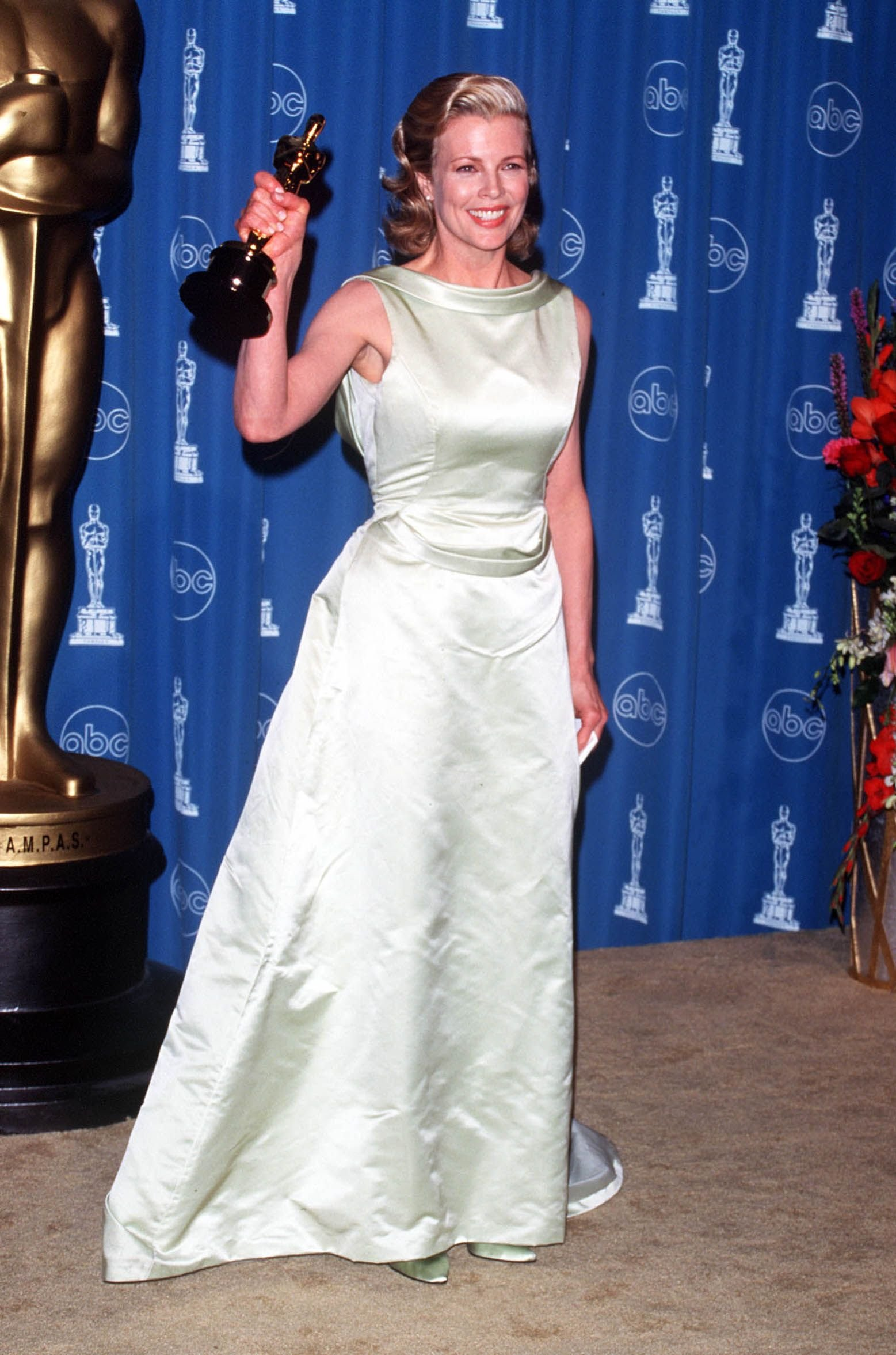 Bond Girl Kim Basinger with her Oscar for Best Supporting Actress at the 70th Annual Academy Awards | Source: Getty Images