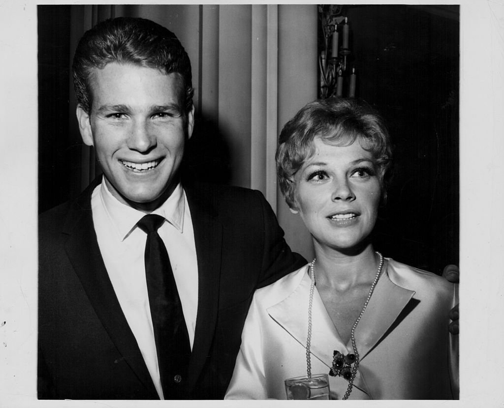 Actor Ryan O'Neill, with his wife Joanna Moore, at the Hollywood Women's Press Club, California, circa 1965. | Source: Getty Images.