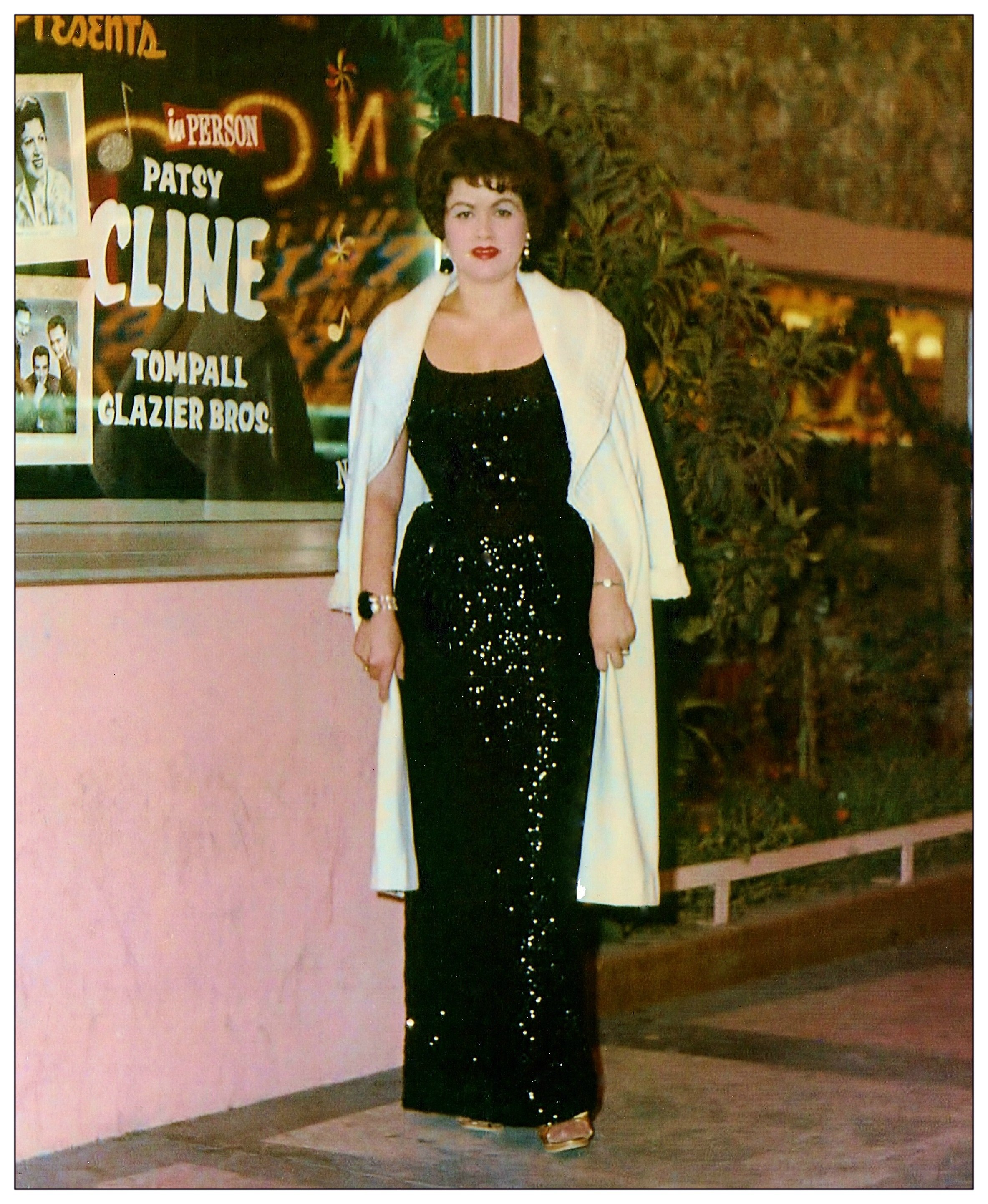 Patsy Cline at the Mint Casino in Las Vegas, Nevada. Circa 1962 | Source: Wikimedia Commons