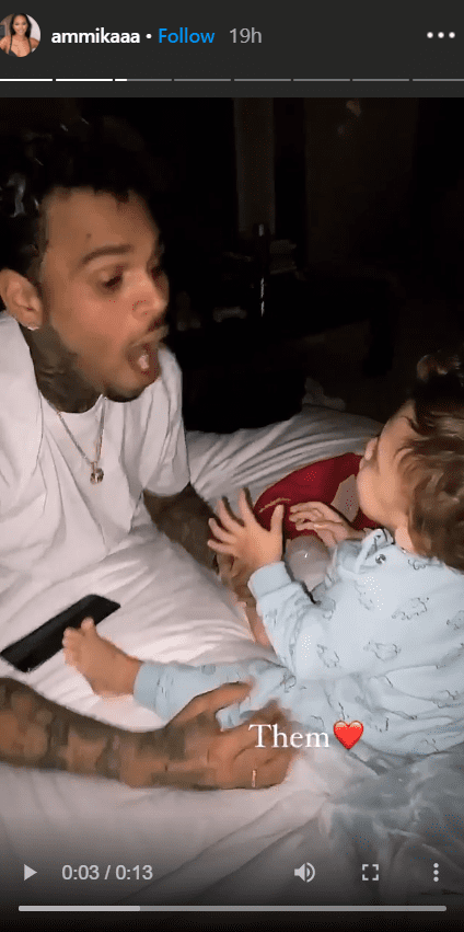 Singer Chris Brown and his son, Aeko, seen playing together on a bed. | Photo: Instagram/https://www.instagram.com/ammikaaa