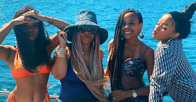 LL Cool J's Wife Simone & Daughters Shows off Their Figures Posing on a Yacht in Swimsuits