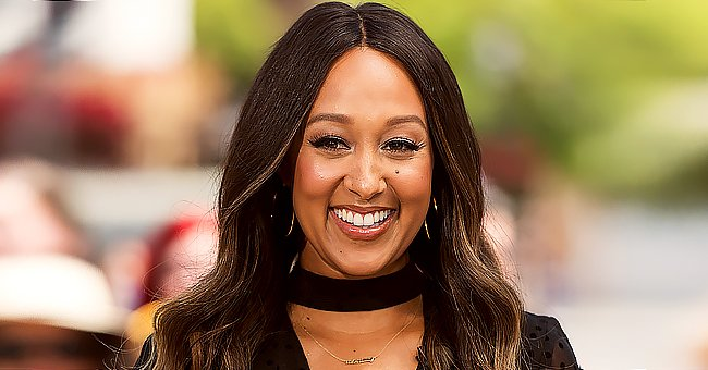 Tamera Mowry's Husband Reveals Daughter Helped Him Do Christmas Decorations in a New Photo