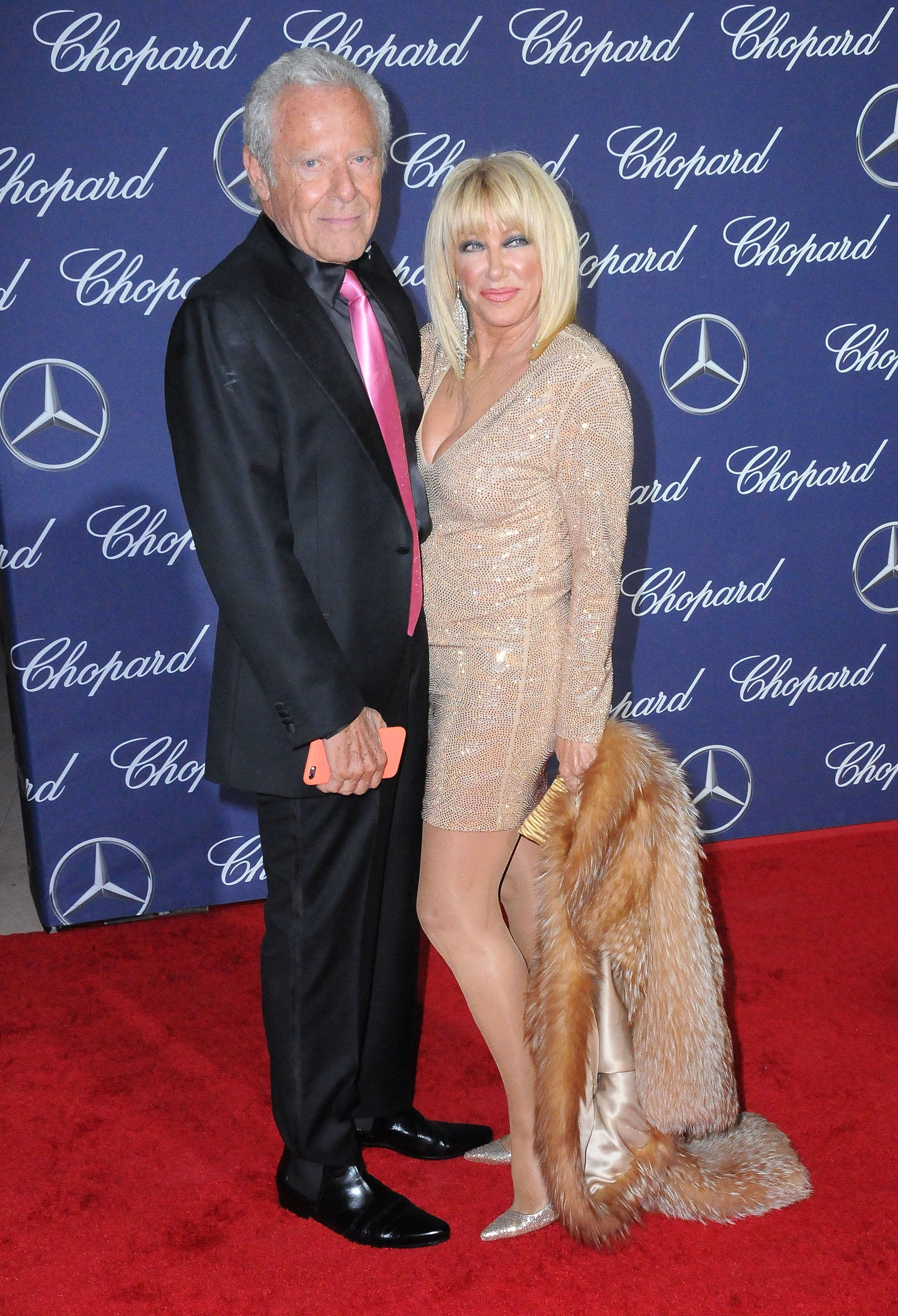 Suzanne Somers and longtime husband Alan Hamel during a 2017 awards ceremony in California. | Photo: Getty Images