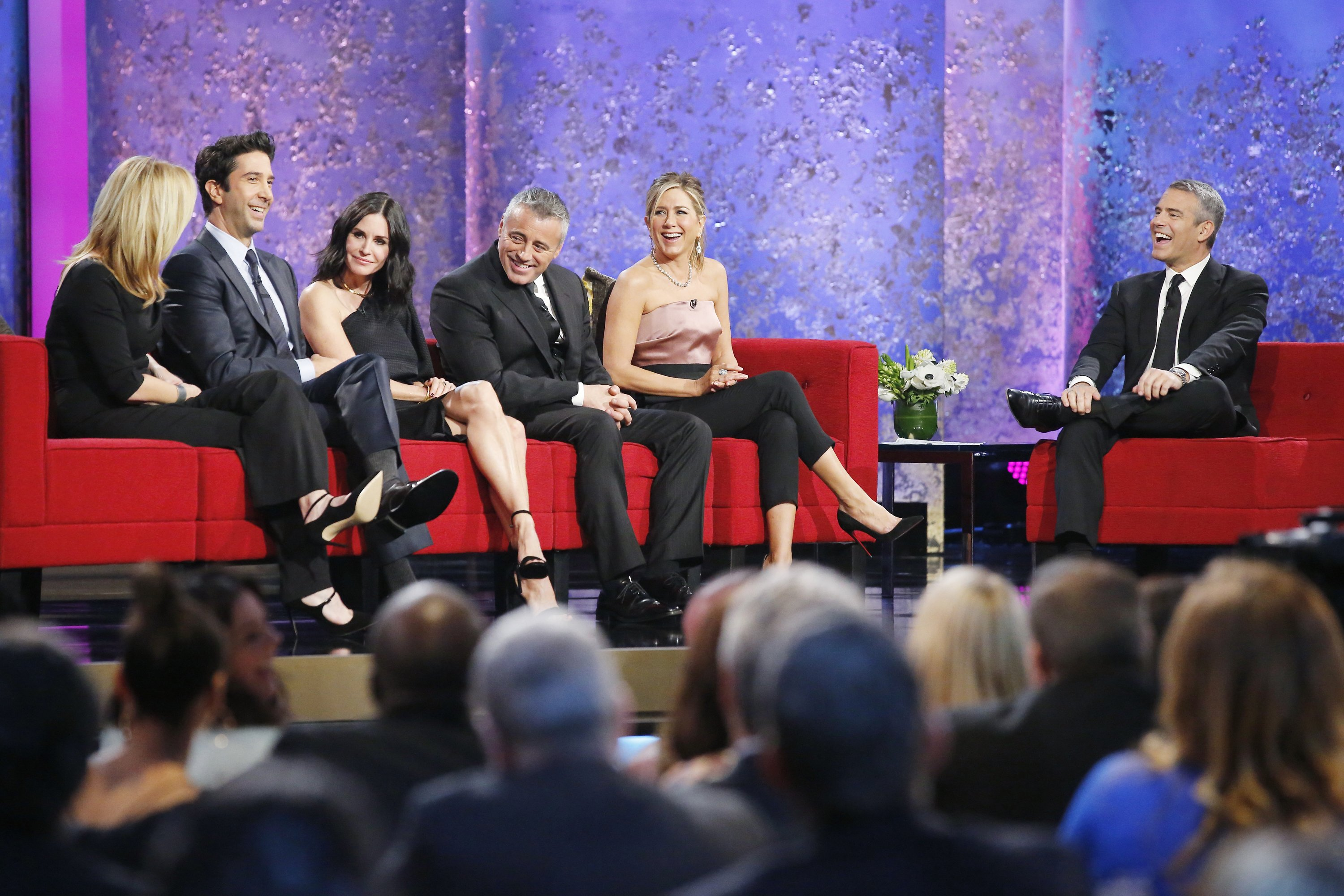 David Schwimmer, Courtney Cox, Matt LeBlanc, and Jennifer Anniston with TV show host Andy Cohen. | Photo: Getty Images