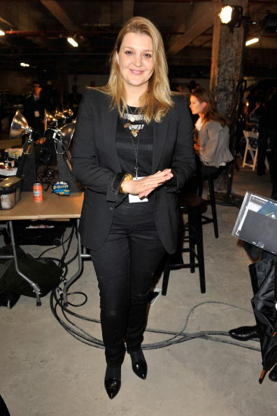 Sophia Kokosalaki pose dans les coulisses du Diesel Black Gold Fall 2010 Fashion Show à New York. | Photo : GettyImage