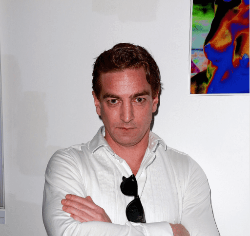 "Ludovic Chancel à l'exposition ""Play the Cards"" au Studio Du Patio Opera le 8 juin 2015 à Paris, en France. 