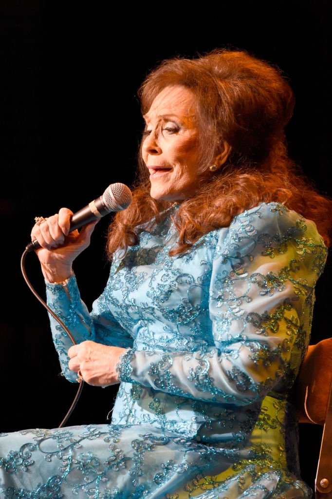 Loretta Lynn performs at The Louisville Palace on March 31, 2017 in Louisville, Kentucky. | Source: Getty Images
