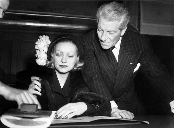 Jean Gabin, Christiane Fournier, dite Dominique, le 28 mars 1949 à Paris, France. | Photo : Getty Images