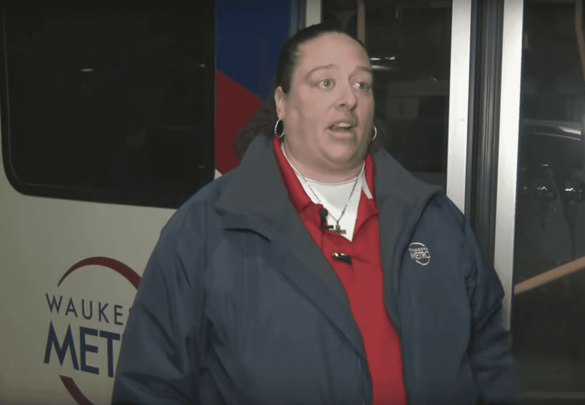 A picture of the bus driver, Nicole Chamberlain, during an interview. | Source: Youtube/ABC News
