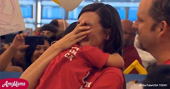 """Une famille adopte un enfant """"non désiré"""" et ses premiers mots à sa nouvelle mère a font pleurer tout le monde"""