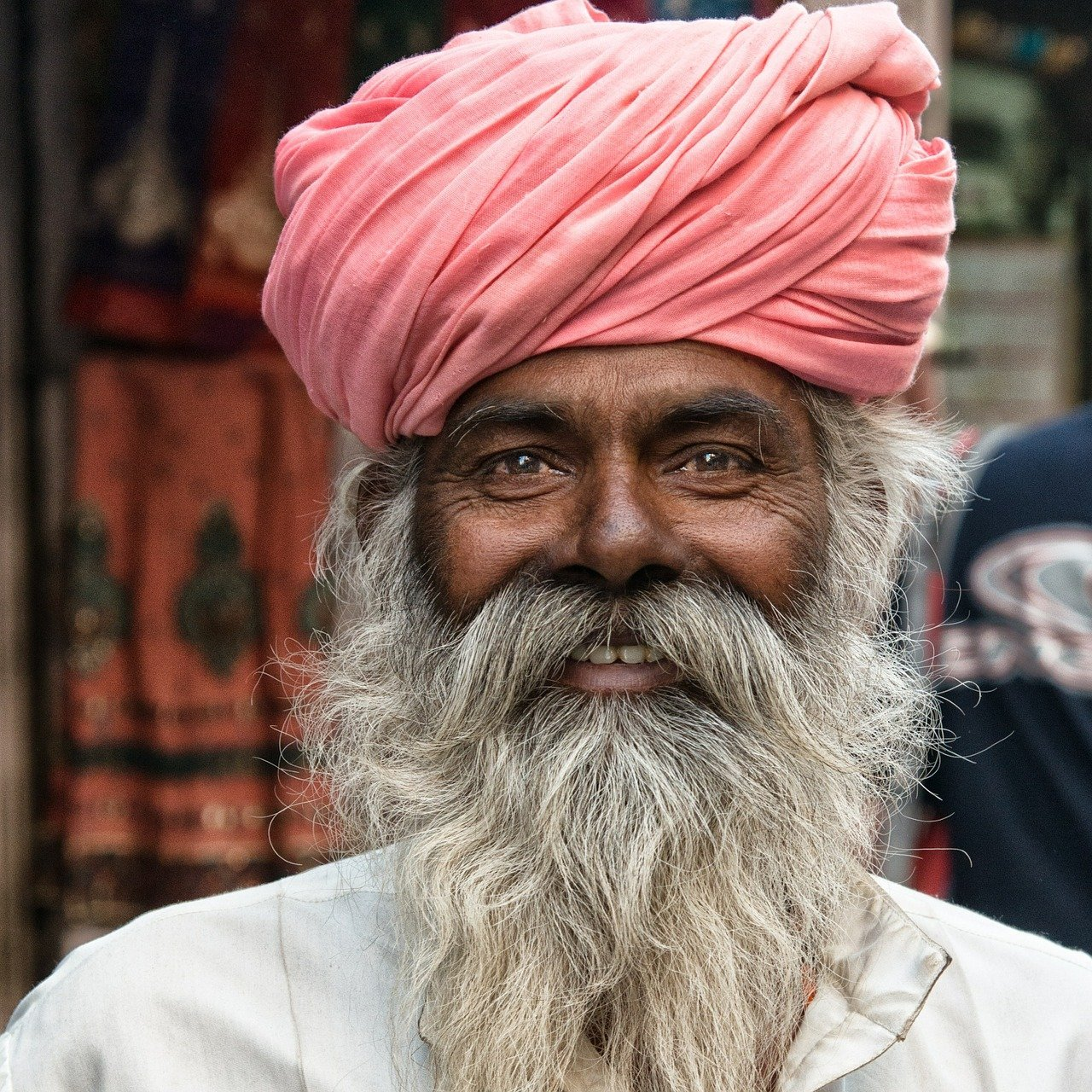 An old man with a white beard smiling at the camera   Photo: Pixabay/Jörg Peter