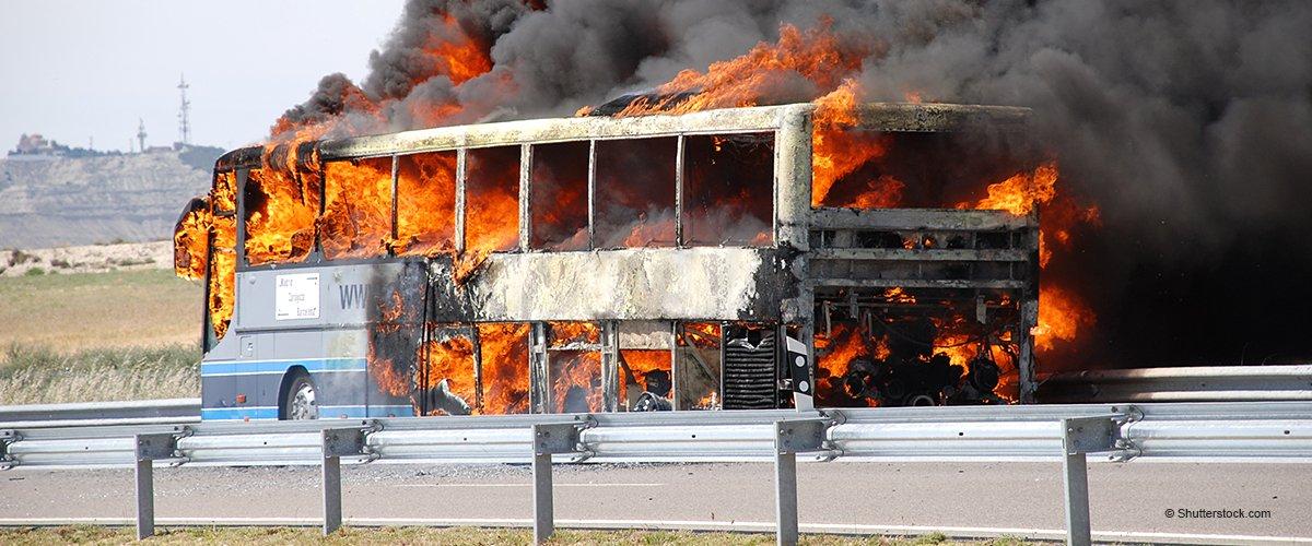 Drame en Essonne : le bus, où se trouvaient 50 élèves, a pris feu sur l'autoroute A6 (vidéo)
