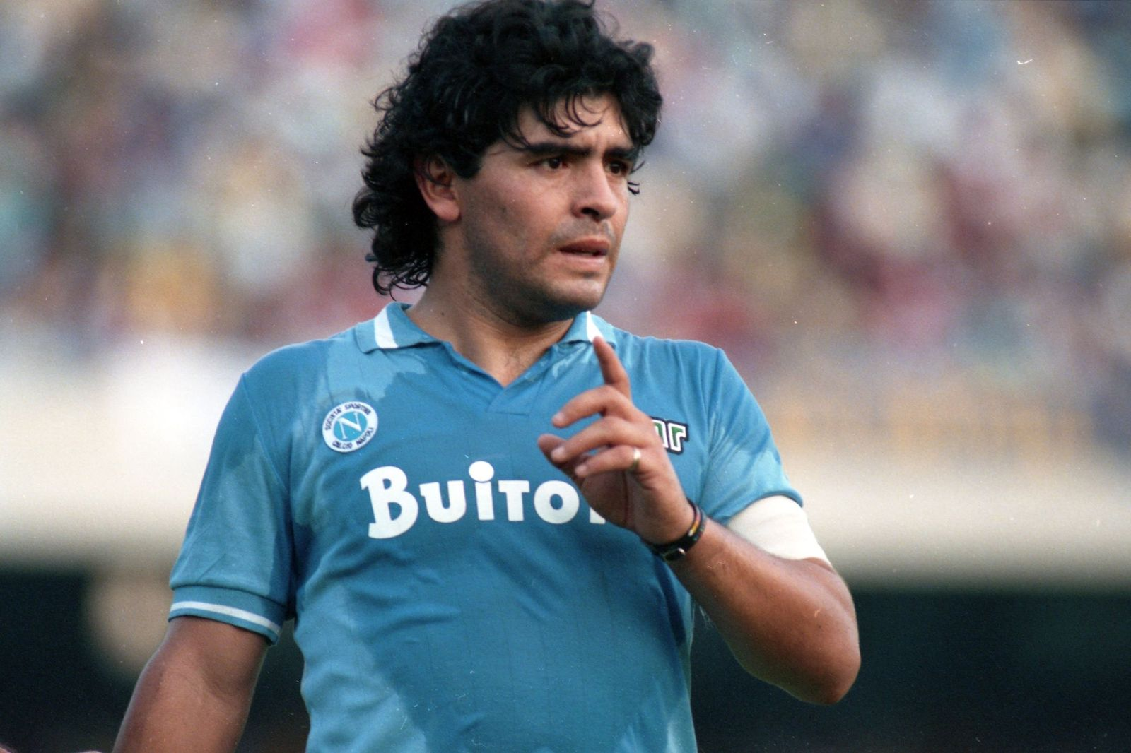 Diego Maradona during the Serie A match between Napoli and Atalanta on October 19, 1986, in Naples, Italy | Photo: Etsuo Hara/Getty Images