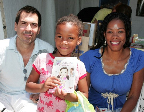 Kevin Knotts and Kim Wayans pose with a visitor on June 29, 2008 in Westwood, California.   Photo: Getty Images