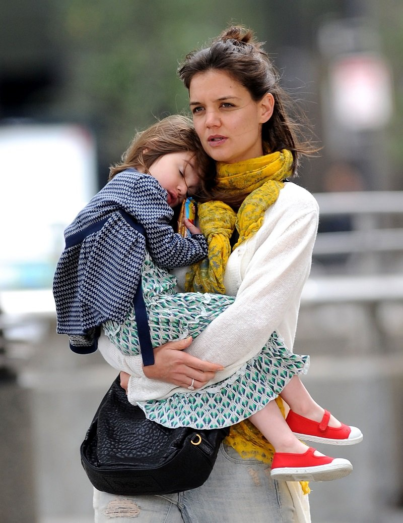 Katie Holmes and daughter Suri Cruise on October 10, 2009 in Boston, Massachusetts | Photo: Getty Images