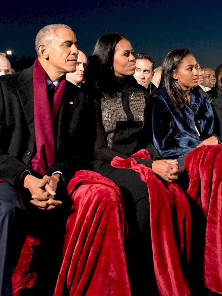 Barack, Michelle and Sasha Obama attending the 94th Annual National Christmas Tree Lighting Ceremony at the President's Park in Washington DC on December 1, 2016. | Source: Getty Images