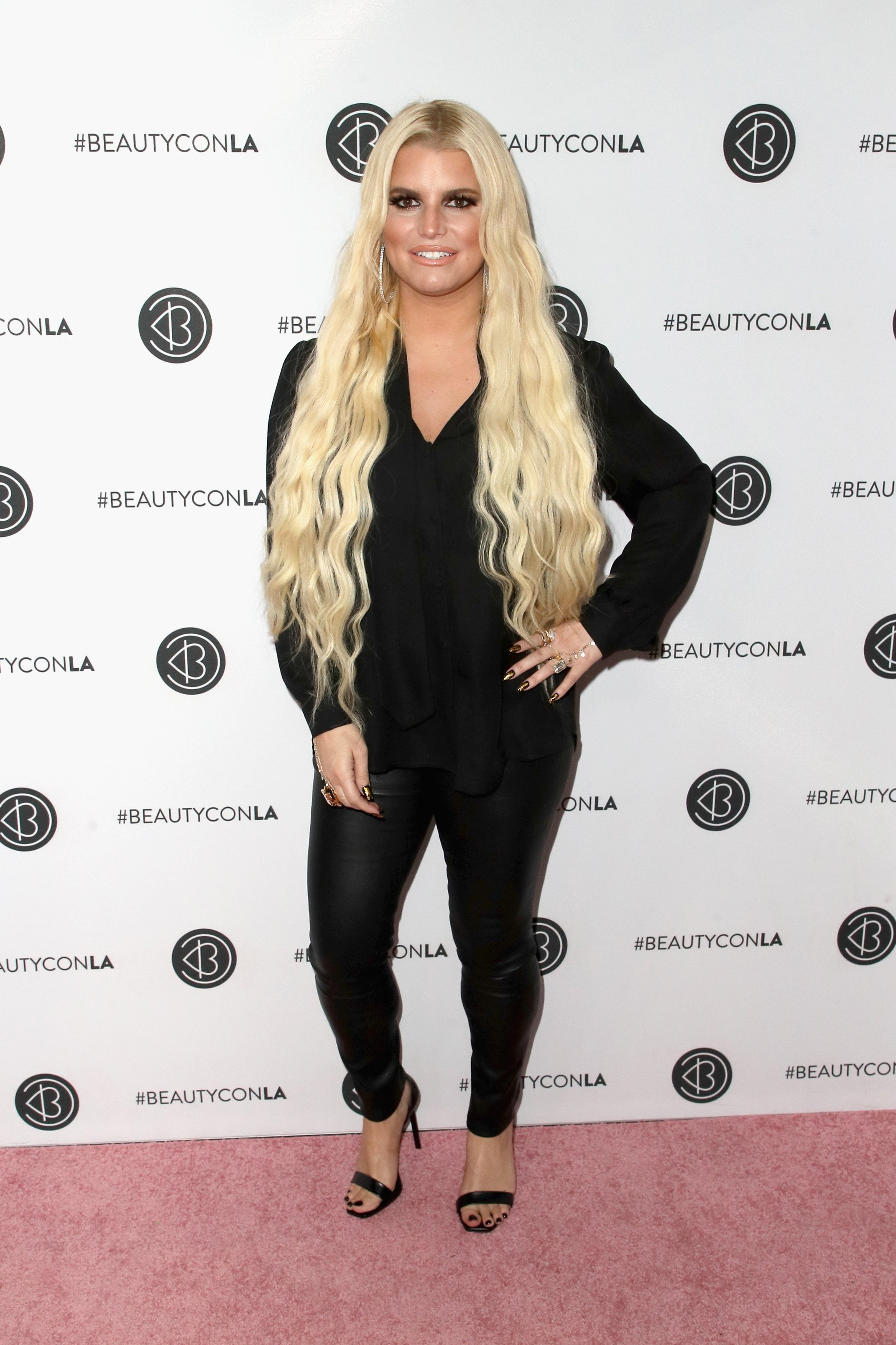 Jessica Simpson attended the Beautycon Festival LA 2018 held at the Convention Center. | Photo: Getty Images.