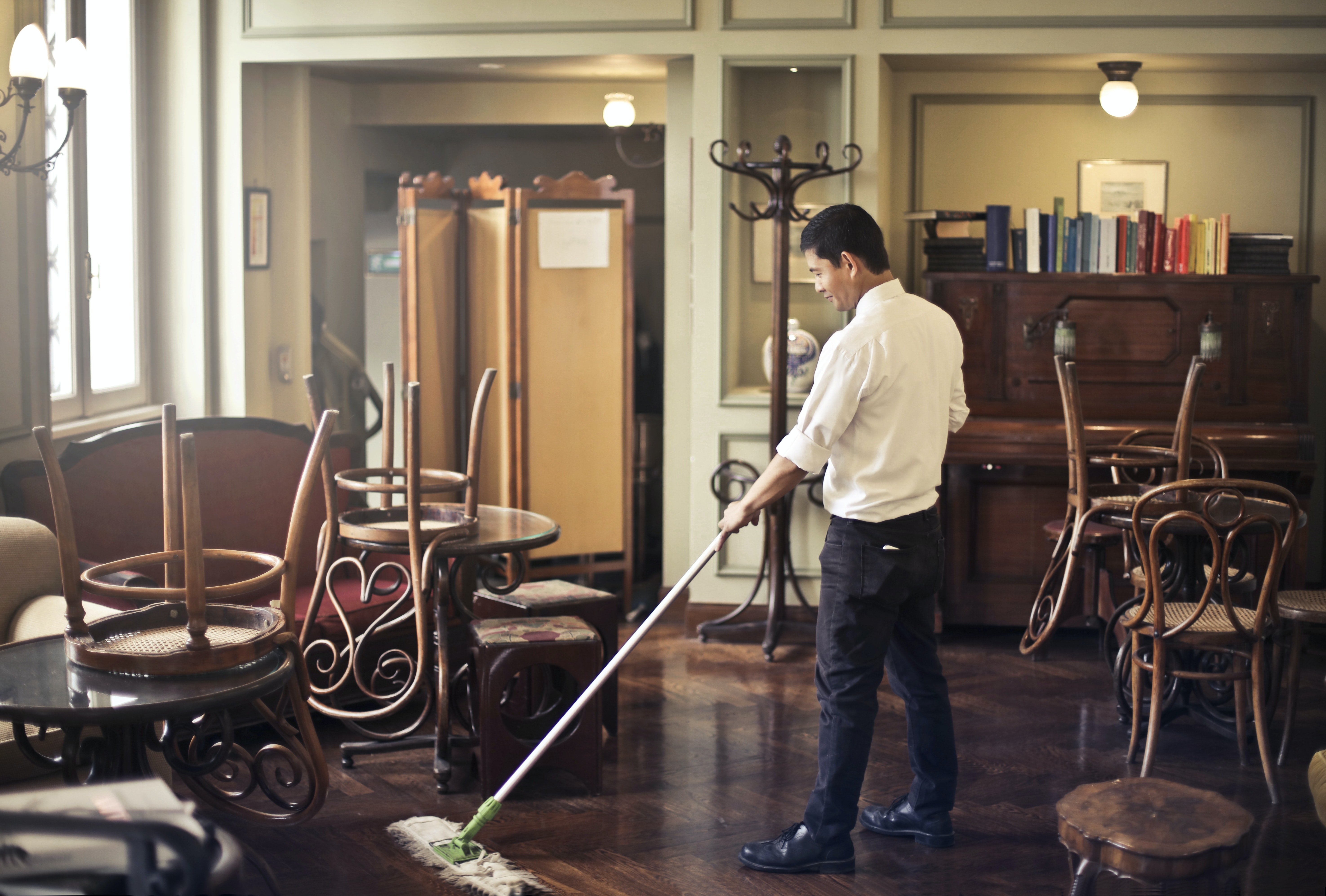 Man mopping the floor | Photo: Pexels