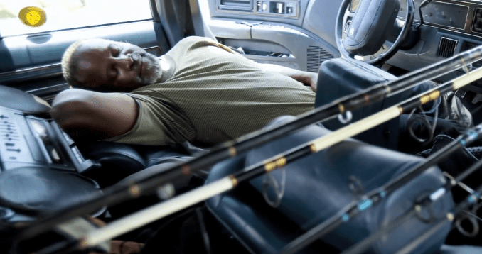 Ray Williams sleeping in his car in Florida | Photo: YouTube/Ray WilliamsFoundation