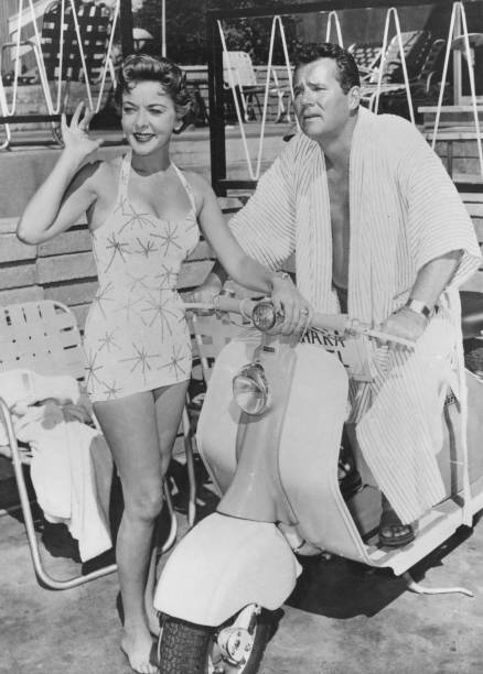 Ida Lupino and Howard Duff at a hotel during a movie shoot on December 19, 1957. | Source: Getty Images.