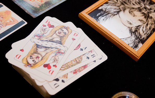 Picture of a deck of cards placed on a table | Photo: Getty Images